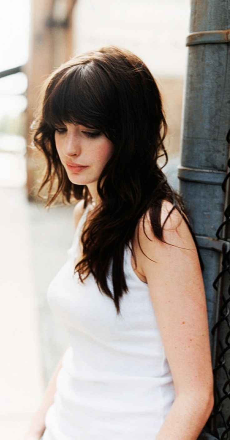 Anne Hathaway | I love bangs like this but I'm too chicken to try it. Not sure if it'd look good on me.