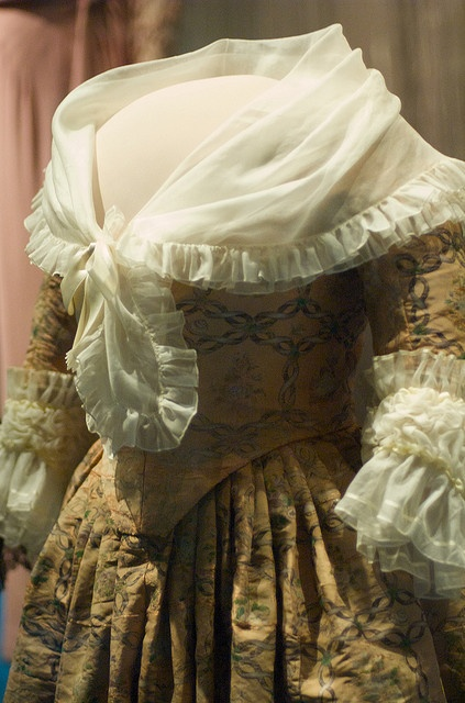 18th cent American - with matching closed bodice and closed skirt - Martha Washington's Silk Gown by Jeff Kubina, via Flickr