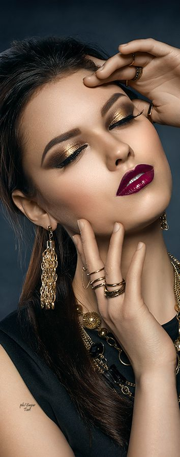 Ana Rosa ~ Golden eyes and red lips