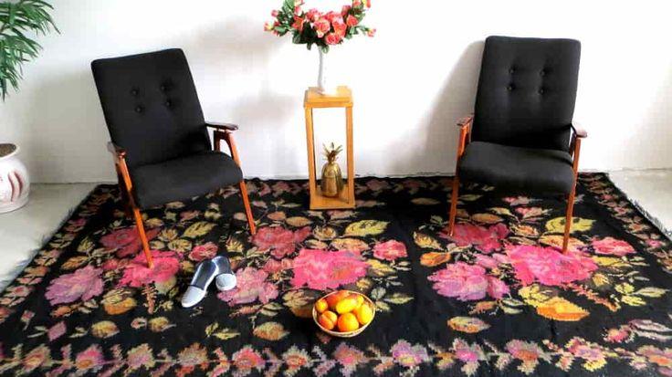 les 25 meilleures id es de la cat gorie tapis rose sur pinterest salons de futon lit de futon. Black Bedroom Furniture Sets. Home Design Ideas