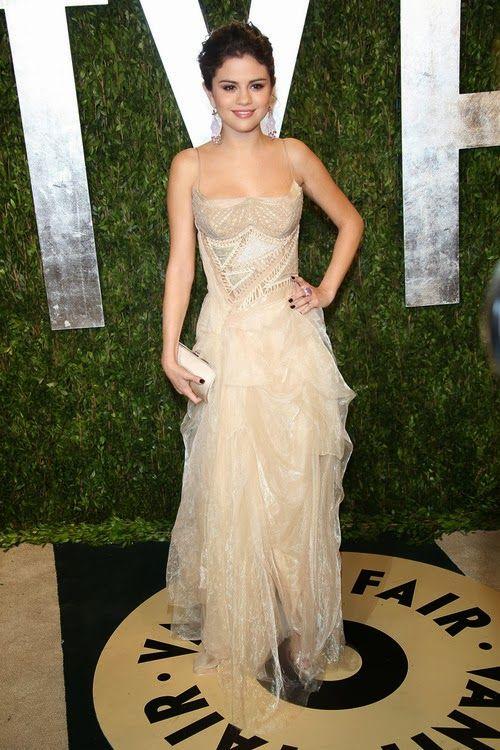 Amazing off-white dress on Selena Gomez