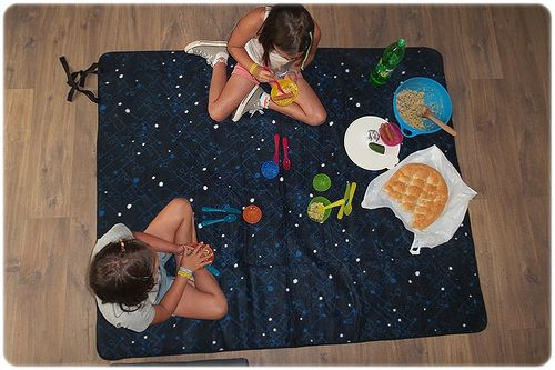 Tip voor activiteiten met kinderen, weer of geen weer. Het hele jaar door. Organiseer eens een indoor-picknick!