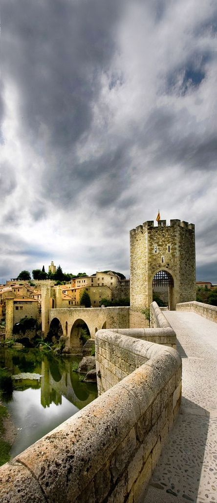 Besalú, Girona, Spain (Photographer: David Hobcote)