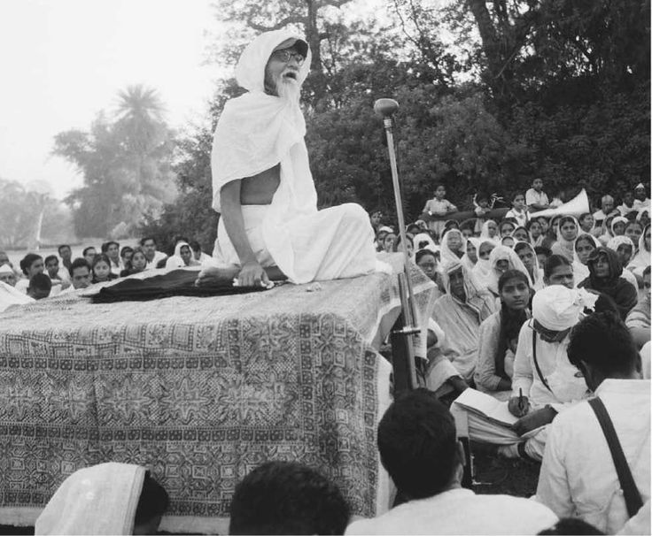 Vinoba Bhave addressing his disciples during a speech to promote Gandhi's movement.