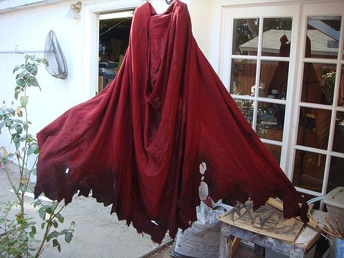 300 Spartan Cape how-to. Brown, red, black, or grey, this would be a great cape in a fantasy or post apoc. larp! :)
