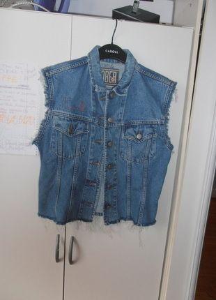 A vendre sur #vintedfrance ! http://www.vinted.fr/mode-femmes/vestes-en-jean/21751402-veste-en-jean-vintage-taille-3840