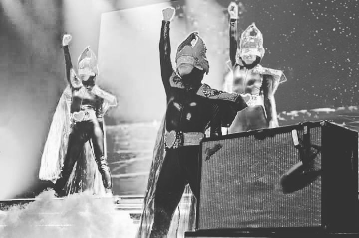 "33 ""Μου αρέσει!"", 3 σχόλια - Empire of the Sun Greece (@empireofthesungreece) στο Instagram: ""@empireofthesunsound  #empireofthesun #empyreandancers  #empireofthesungreece  #empyreans"""