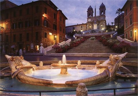 Piazza di Spagna con la sua famosissima scalinata e la mitica fontana