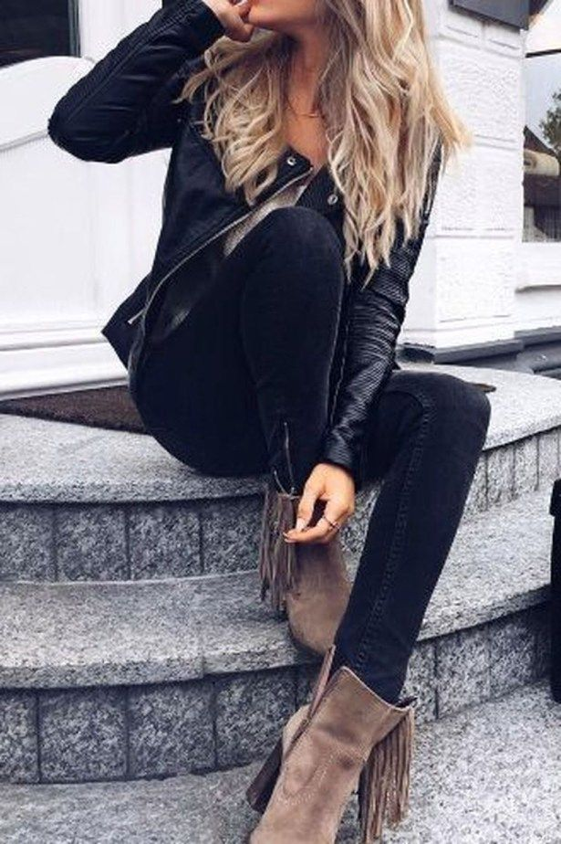 Beautiful Winter Outfits Ideas With Black Leather Jacket 24