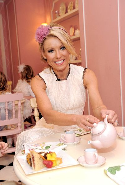 Electrolux Invites Moms And Daughters To Kelly Ripa's Tea Party For A Cause