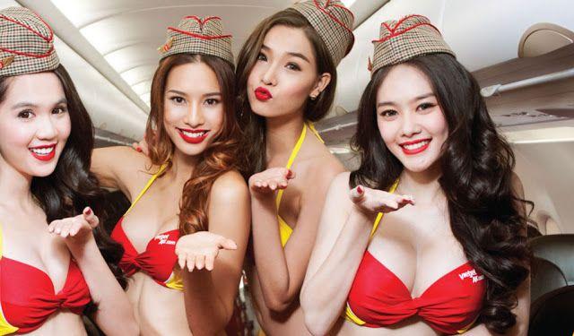 Pramugari VietJet Air Tampil Seksi Dalam Pesawat