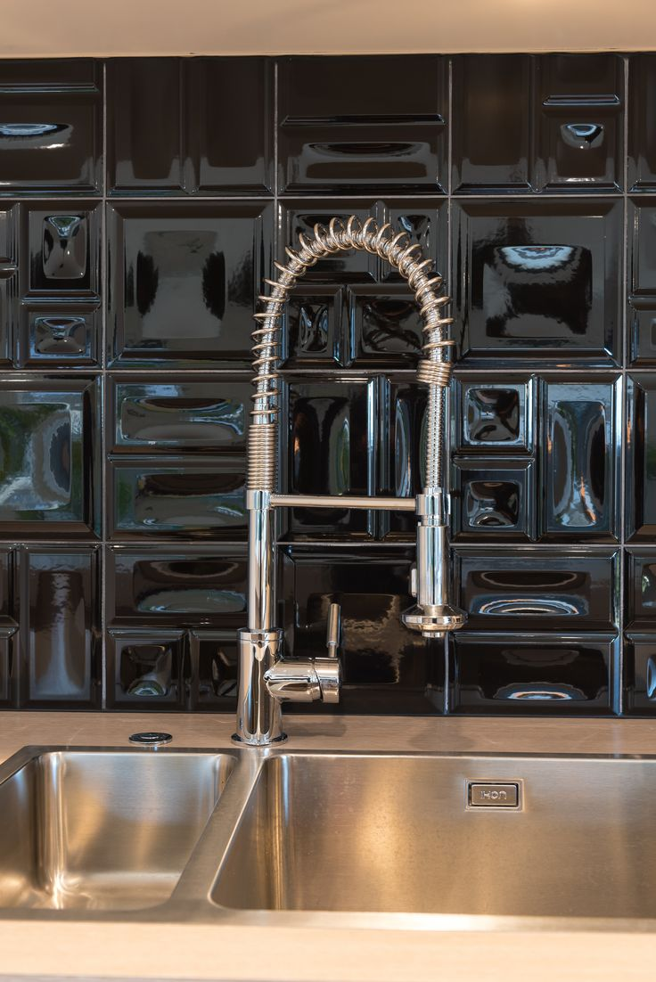 Dramatic retro black splash back