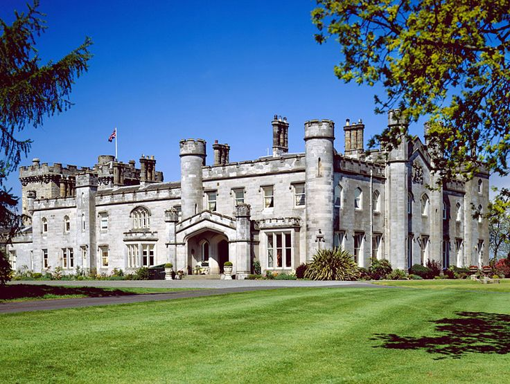 Dundas Castle, South Queensbury, Edinburgh Scotland Dundas Castle is one of Scotland's most beautiful and historic castles. Built in 1818 by the renowned Scottish architect, William Burn, the castle is now the luxurious stately home of Sir Jack Stewart-Clark and his wife, Lady Lydia.