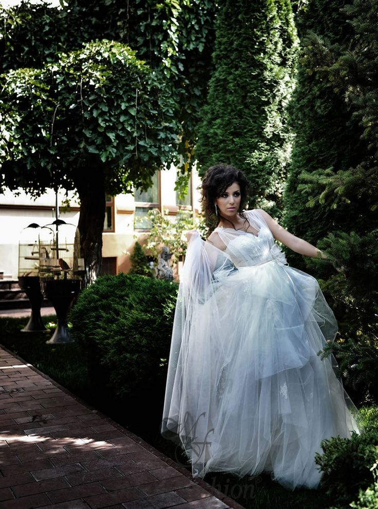 http://www.mayafashion.ro/rochie-mireasa-m10-13