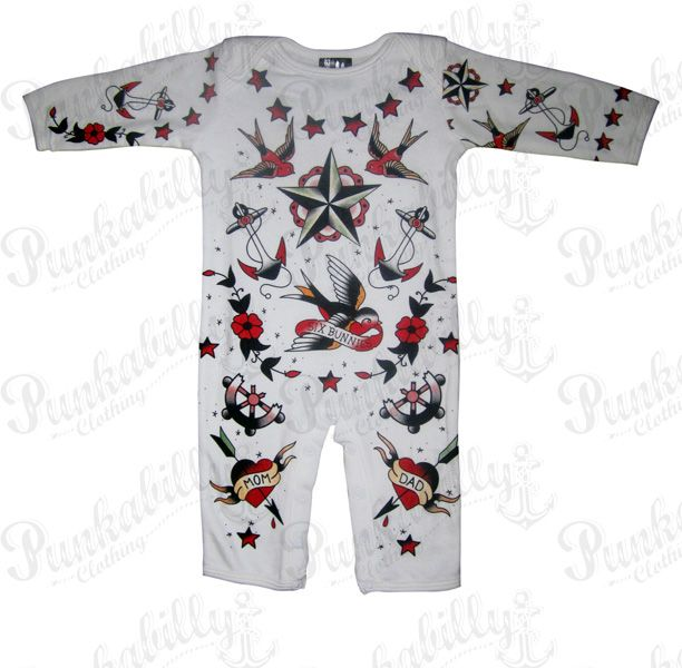 Old school rockabilly style is always welcome in your baby wardrobe. This rocking long sleeved onesie will make your kid a special rebel, with its tattoo prints on both sides, containing rock symbols like stabbed hearts, birds and water anchors. Way to develop a free spirit!