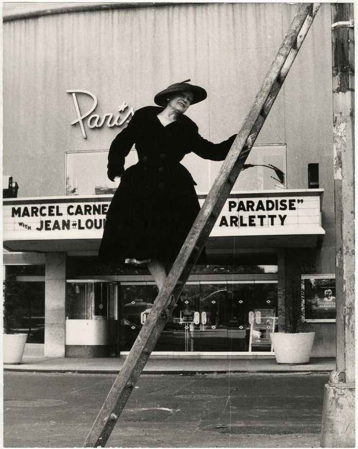 Paris Theater Gelatin silver photograph. New-York Historical Society, Gift of Bill Cunningham. Photo: Bill Cunningham