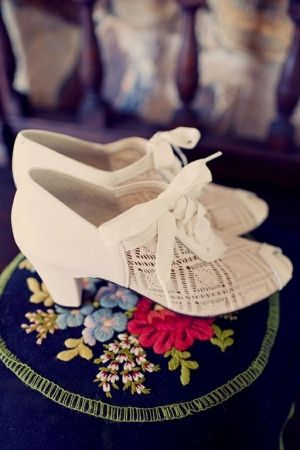 perfect wedding day shoes for a bride searching for a vintage look // photo by JoyeusePhotography.com