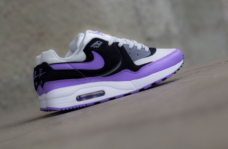 "Nike WMNS Air Max Light ""Atomic Violet"""
