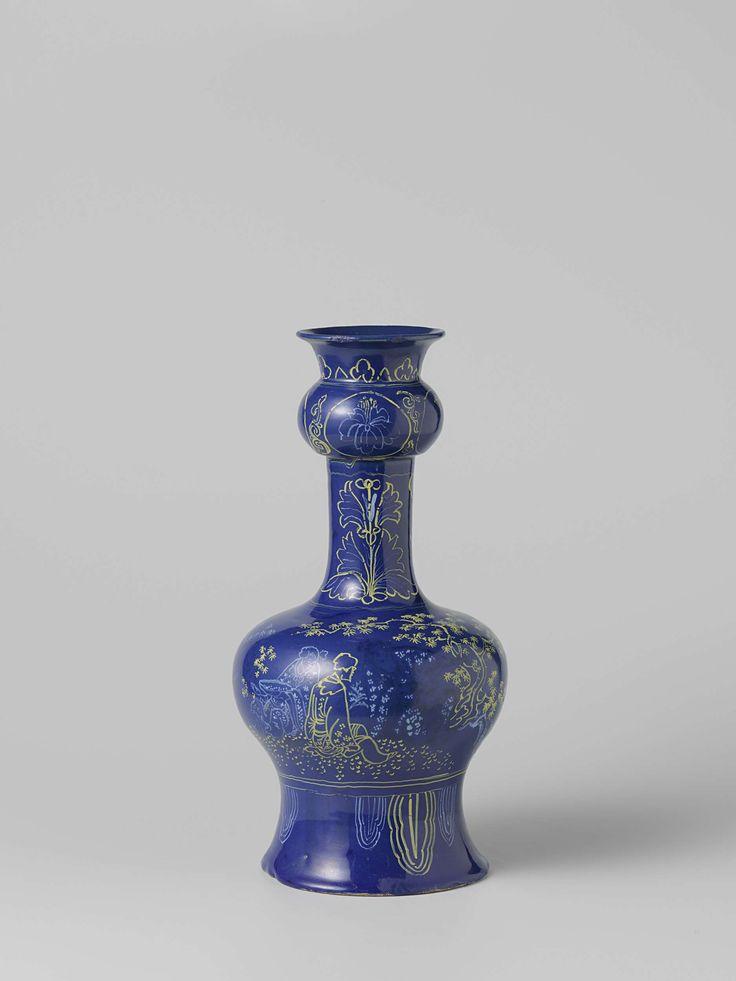 Anonymous | Fles van faience met blauw fond., Anonymous, 1700 - 1735 | Fles van faience. Veelkleurig beschilderd met chinese figuren en bomen op een blauw fond.