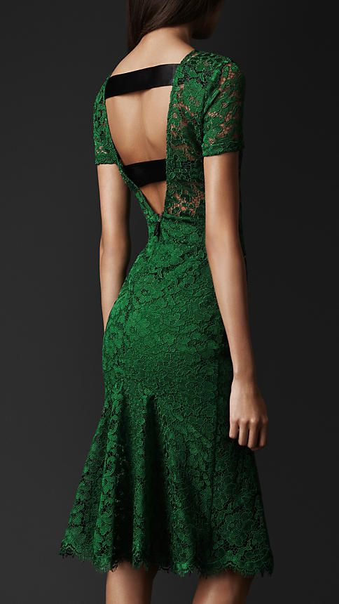 the amazing back of the amazing green Burberry dress