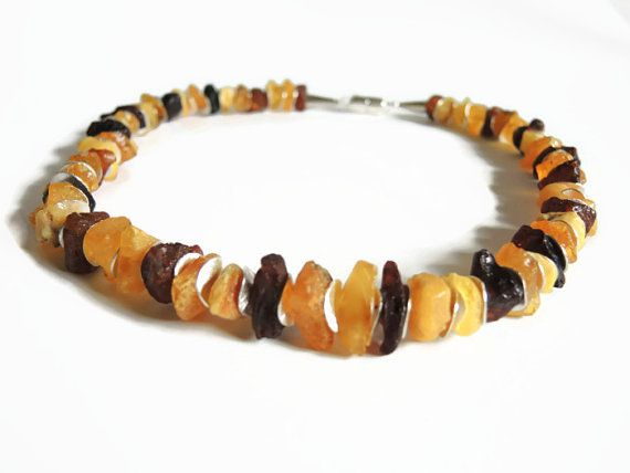 bruin amber ketting, kralen half edelsteen choker ketting van gele/bruine amber en zilver afgewerkt met magneet sluiting