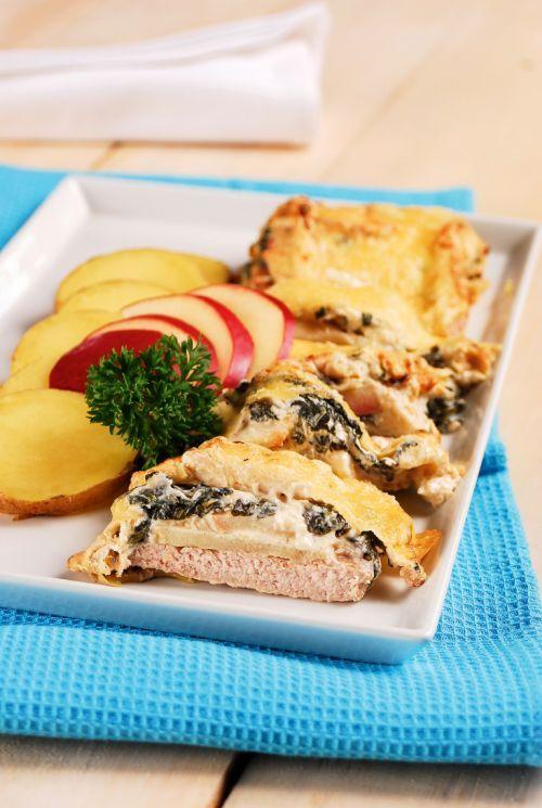 Parajos almával és sajttal sült sertéskaraj    Húsos hétvégét tartunk, minden napra jut valamilyen húsféle. Mára a sertéskaraj lett a kiválasztott, amit elég egyedi módon készítünk el.  Olvass tovább: http://www.tarka-hirek.hu/gasztro/parajos-almaval-es-sajttal-sult-serteskaraj/