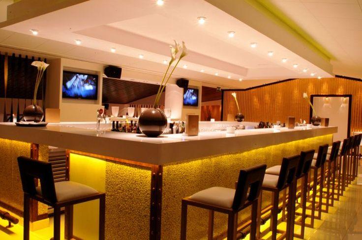 Le Club7_white bar