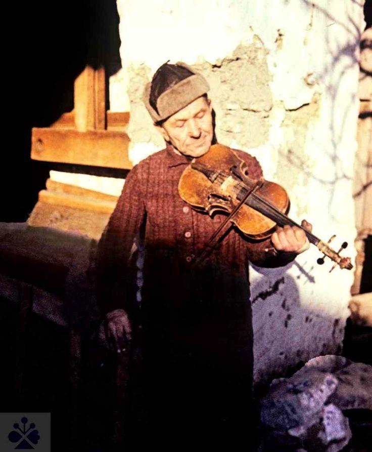 Huslista Ján Piňár z Hruštína (okr. Dolný Kubín). Vedecký archív ÚEt SAV. Foto E. Sieglová 1975.