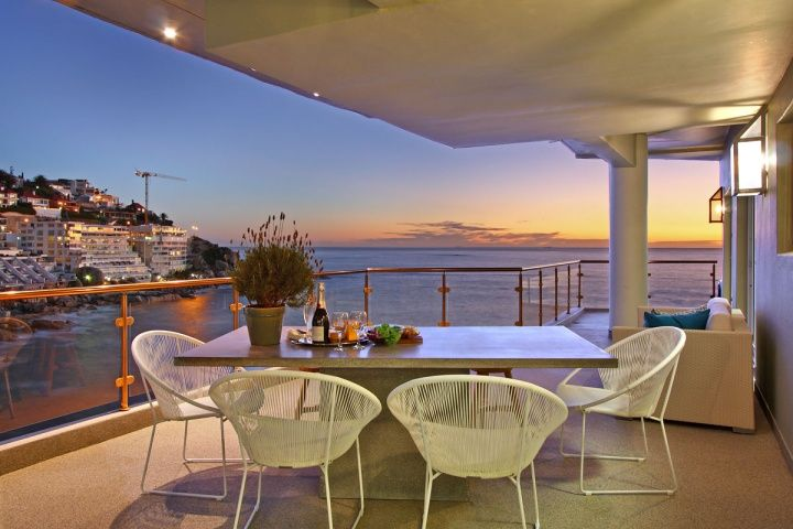 BANTRY BAY JEWEL. Holiday Rental  in Bantry Bay for 6 People at R3,750 / Night