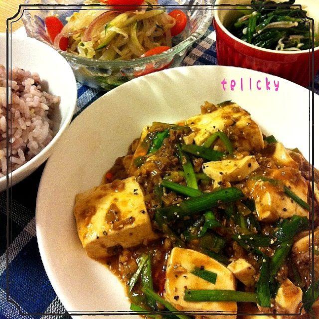 今日の晩ごはんψ(`∇´)ψ ☆八穀米ごはん ☆のっちゃんの麻婆豆腐 ☆もやしとみょうがの中華和え ☆ほうれん草とえのき茸の                                 おかか和え ☆昨日の中華風スープ  のっちゃん☆ 素敵レシピをありがとうございます。美味しかったよ!そして、みどりちゃんの真似っこして、ニラを入れてみたよぉ~(=^ェ^=) - 181件のもぐもぐ - 2夜連続☆中華な‼のっちゃんナイト☆簡単なひと手間でプロの味☆麻婆豆腐☆(`_´)ゞ by tellcky