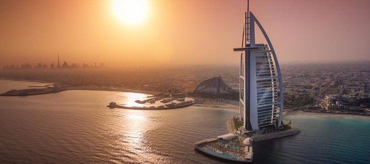 Burj Al Arab Hotel in Dubai. / dubai, united arab emirates, hotel in dubai /#modern #luxurious #resort / See more: http://www.designcontract.eu/hospitality/worlds-leading-luxurious-hotels-resorts/