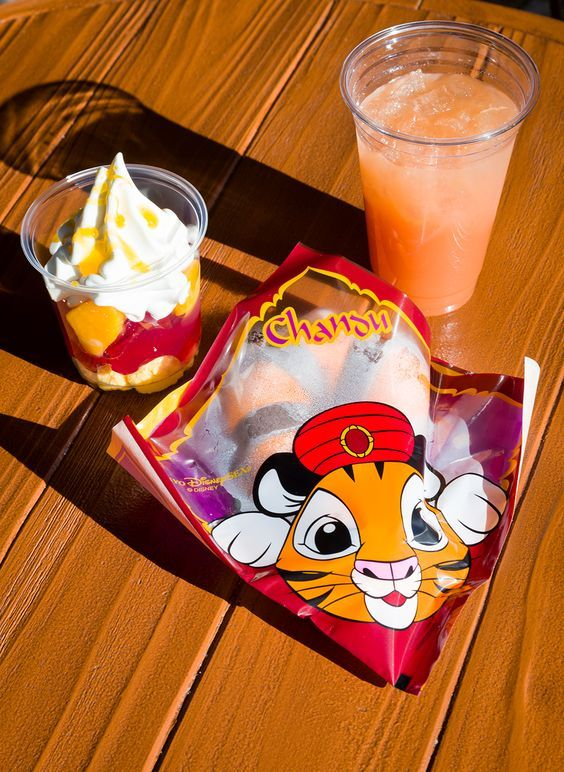 The perfect day at Tokyo DisneySea: how to avoid long lines, where to eat, snacks to try, and much more!