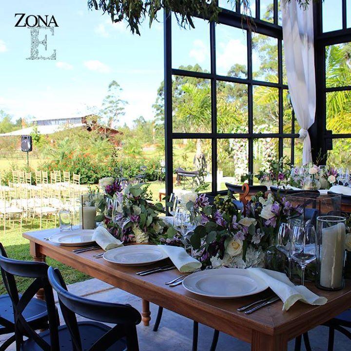 Cuando un concepto nace con la magia del entorno, se va formando y convirtiendo en un lugar sagrado y maravilloso, el #GreenHouse en #ZonaE va de lo más simple a lo más selecto.