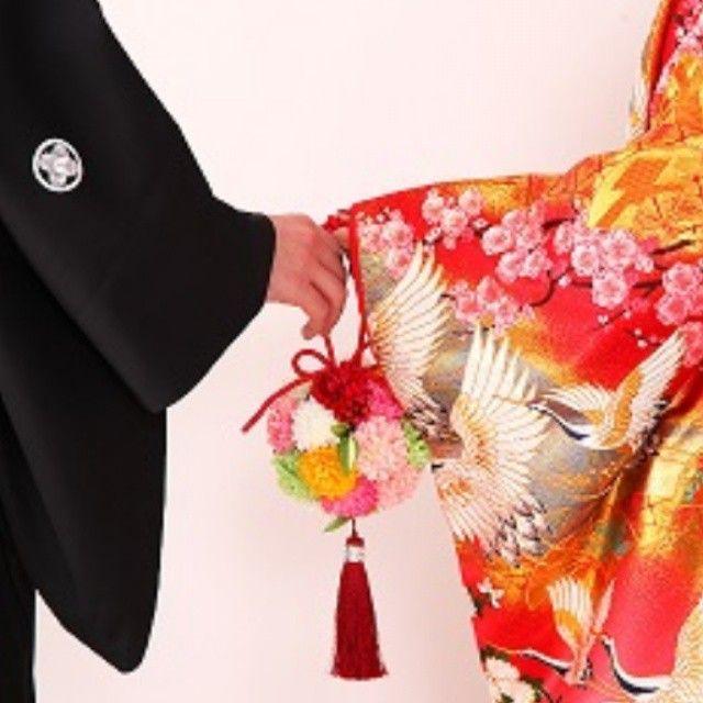 着物だからこそ…繋がる二人。  #和装写真 #和装フォト #和装前撮り #前撮り #和装 #結婚式 #色打掛 #プランナー #ウエディングプランナー #ウエディングフォト #和装ブーケ #ウエディングプロデュース #紋付き羽織袴
