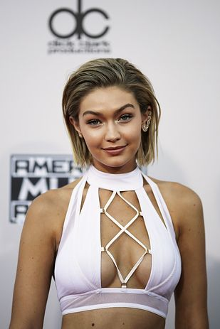 Gigi Hadid and Harry Styles both attended the American Music Awards last night. | What The Hell Is Going On With Harry Styles And Gigi Hadid's Awkward Interaction At The AMAs?