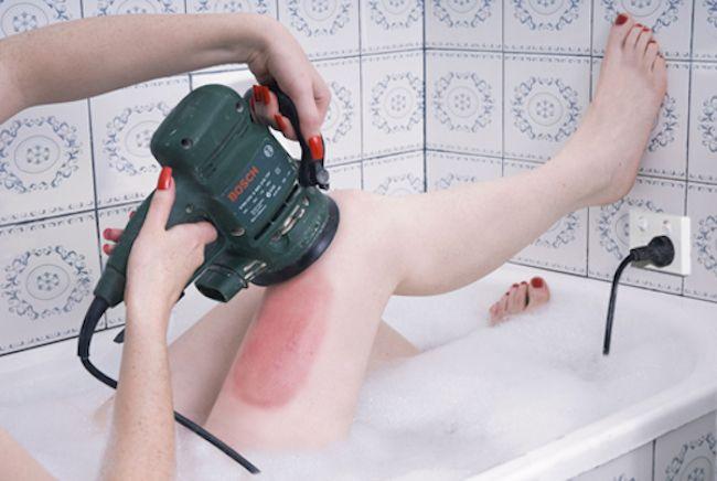 Serie fotográfica critica los rituales de belleza femeninos - La Escena