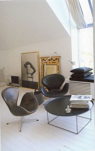 swan forever... Pia Wallen's flat. Photo via stockholm ateliers (editions paumes)