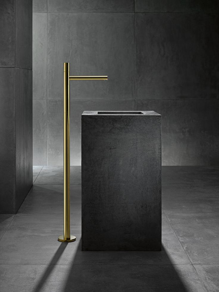 Floor-standing basin mixer AXOR Uno.