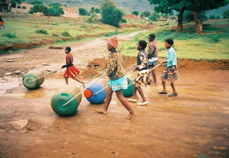 Hippo Water Roller helps with the daily, arduous task of water collection for women and children | Inhabitots