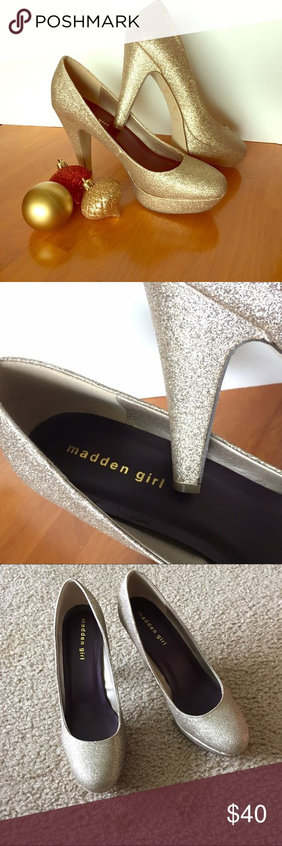 """✨Steve Madden GOLD SPARKLE Platforms✨ Just in time for New Years!✨✨FUN glittery gold pumps with 4.5 inch heel length and 1"""" platform. GREAT for the holidays. RE-POSH (too high for me ☹️). Looks like it was never worn outside.  LIKE NEW! Most minimum wear (if any).  Tip of one shoe did come with the slightest scrap (unrecognizable when worn - see last pic). ❤️these shoes!!!   BUNDLE DISCOUNT AVAILABLE SHIPS SAME OR NEXT DAY!  NO TRADES/NO PAYPAL  SMOKE AND PET FREE HOME  Madden Girl Shoes"""