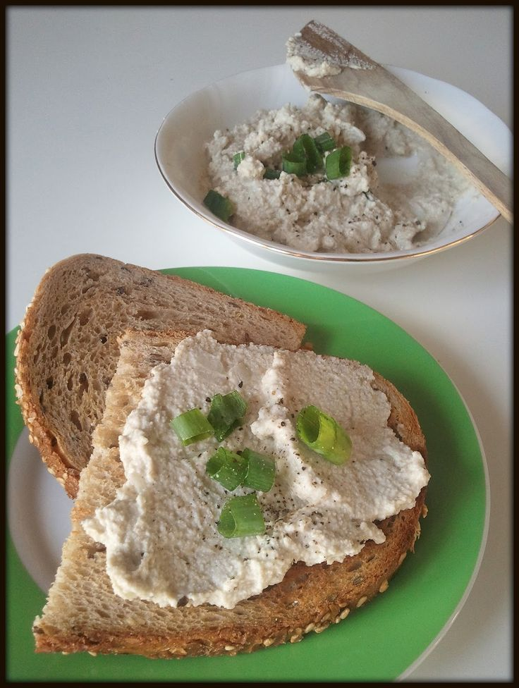weganizm udomowiony: Twarożek ze szczypiorem i cebulką