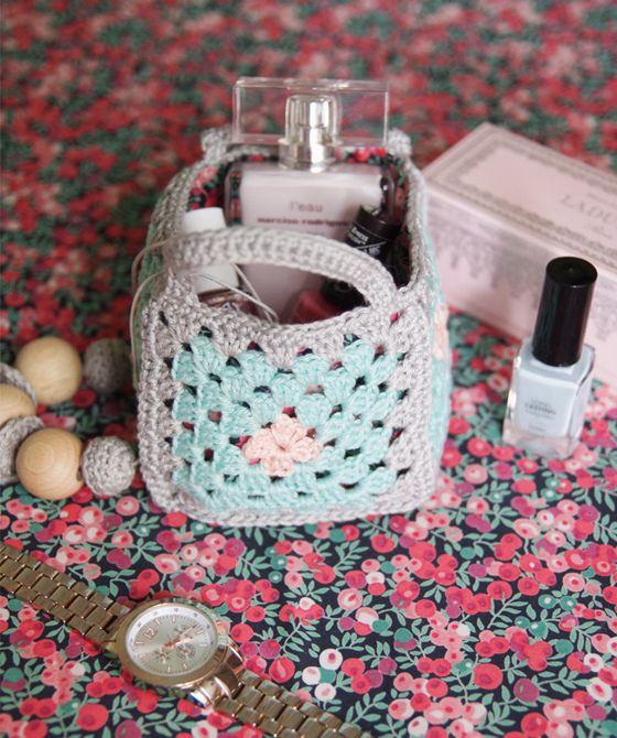 Free crochet patterns: 16 ways with granny squares - Mollie Makes ༺✿ƬⱤღ  https://www.pinterest.com/teretegui/✿༻