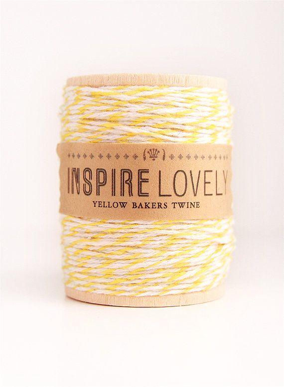 VENDITA - 50 metri giallo e bianco panettieri spago avvolto su un rocchetto in legno a mano