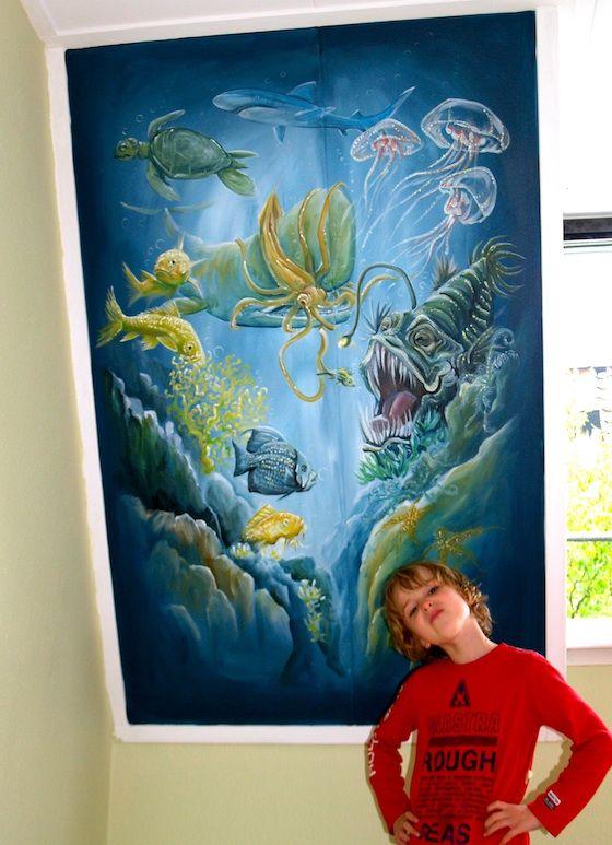 Oceaan muurschildering jongenskamer, met diepzee vissen, hengelvis, potvis met reuzeninktvis, kwallen, koraal...
