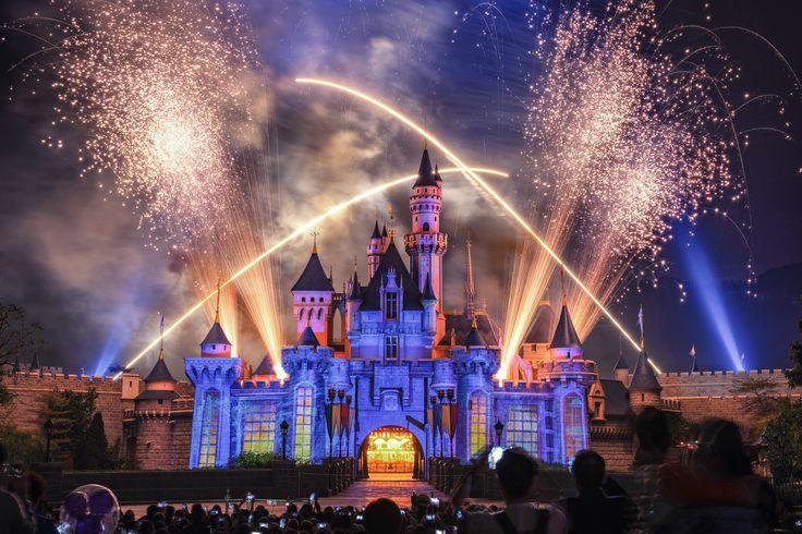 https://flic.kr/p/S1DzvU | Disney Fireworks | Hong Kong Disneyland Fireworks, with Fujifilm GFX 50s