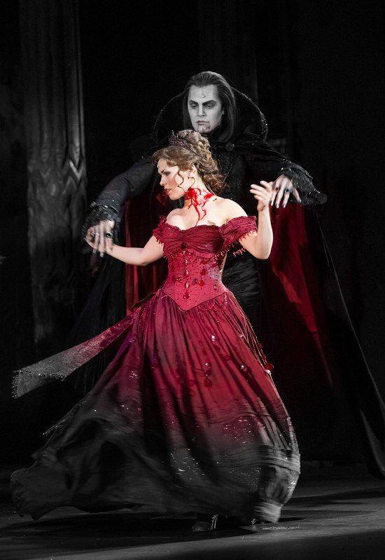 Graf von Krolock (Ivan Ozhogin - Иван Ожогин) & Sara (Vera Sveshnikova - Вера Свешникова). Tanz der Vampire. Бал Вампиров. Musical