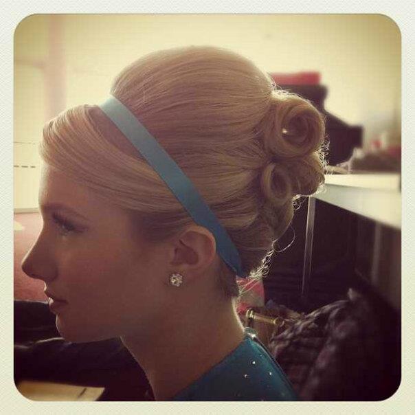 50s hairstyle @Susie Sun Sun Sun Lucas something like this for Rae????