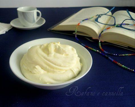 Oggi vi propongo una deliziosa crema diplomatica, una delle preparazioni di base della pasticceria. E' una crema ottenuta dall'unione...