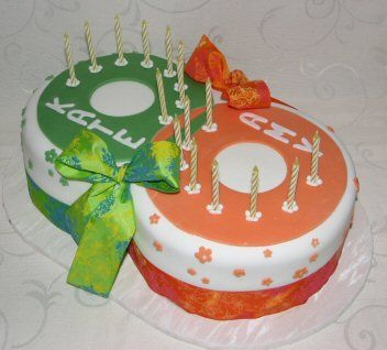 twin cakes | Very clever for an eight birthday, dontcha think?
