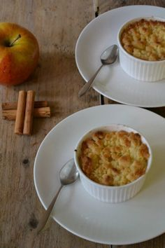 Met weinig ingrediënten maak je deze super snelle appelcrumble!